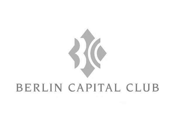 iPad Zauberer Alex Now verzaubert die Gäste im Capital Club Berlin